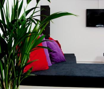 In onze lounge kunnen uw gasten op hun gemak een kopje koffie of thee, water en frisdrank halen